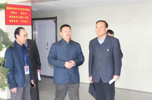 自治区副主席,betway娱乐市长马汉成莅临betway娱乐公共资源交易中心调研指导工作